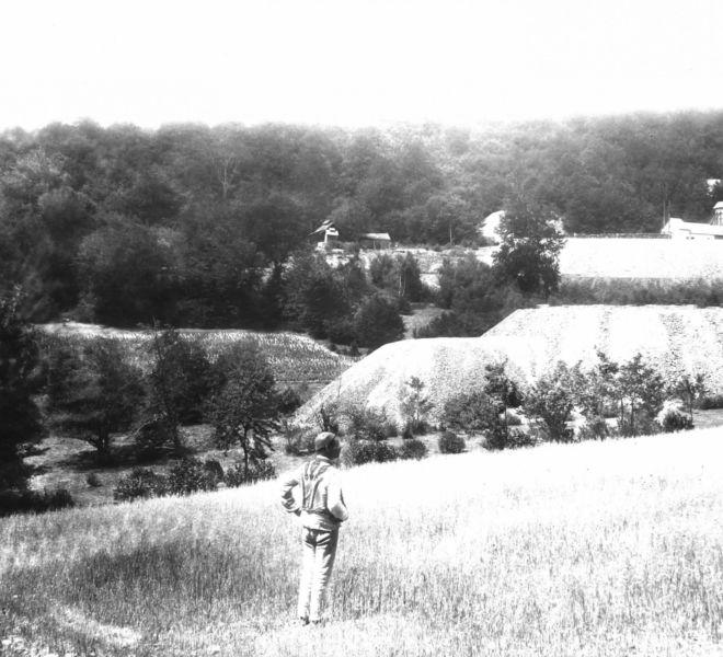 Pôvodná-osada-Jozef-v-pozadí-budova-šachty-Fedo-1